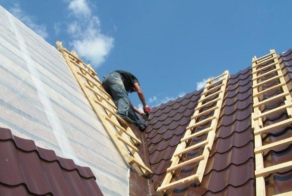 Как перекрыть крышу металлочерепицей