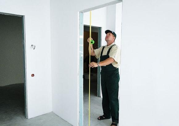 На каком этапе ремонта устанавливают межкомнатные двери в новостройке