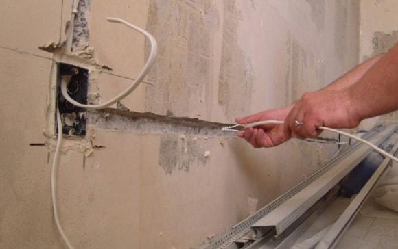 Как перенести розетку в панельном доме своими руками