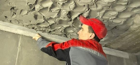Выравнивание потолка штукатуркой своими руками