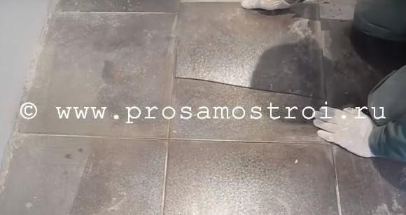 Раскололась плитка на полу в ванной
