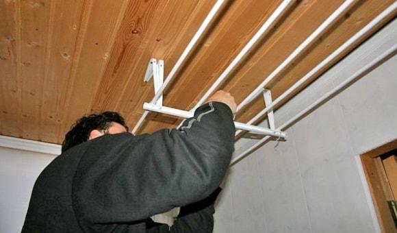 Вешалка для сушки белья на балконе своими руками