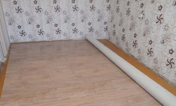 Как класть линолеум на деревянный пол без клея