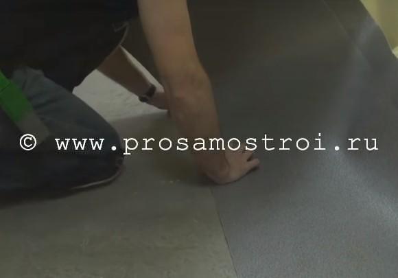 Укладываем линолеум на бетон