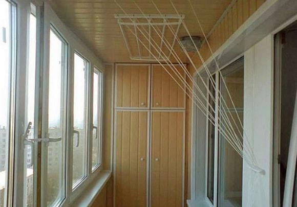 Вешалка на балкон для белья