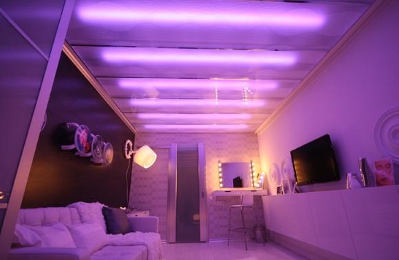 Потолок подсвеченный светодиодной лентой