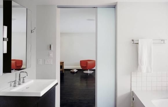 Раздвижные двери в ванной