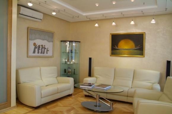 Двухуровневый потолок из гипсокартона с лэд-подсветкой