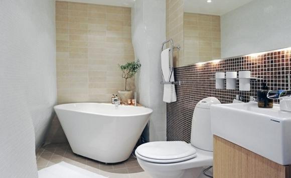 Светлая сантехника в ванной светлых тонов