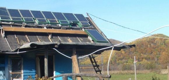 Фото на крыше самодельной солнечной батареи