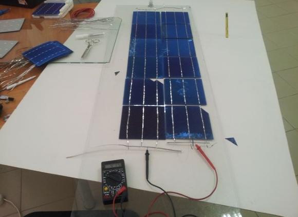 Самодельная солнечная батарея на фото