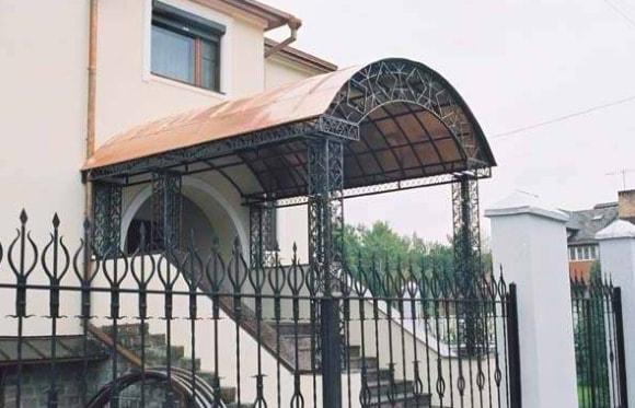 Фото козырька сварного над крыльцом частного дома