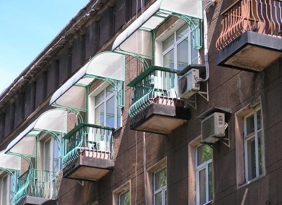 Балконный козырек на фото