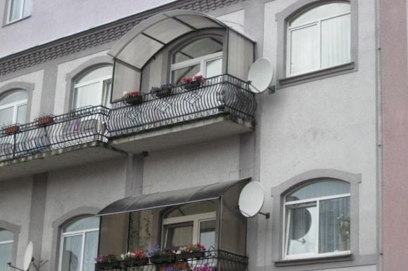 Идеи дизайна балконных козырьков