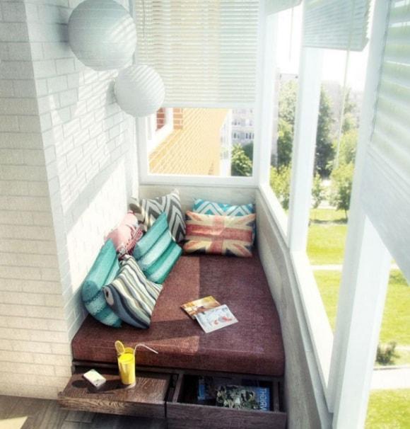 Идеи для расположения спальных мест на балконе