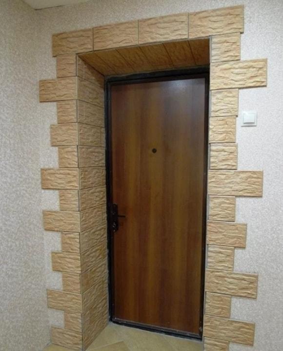 Обрамление дверей декоративным камнем