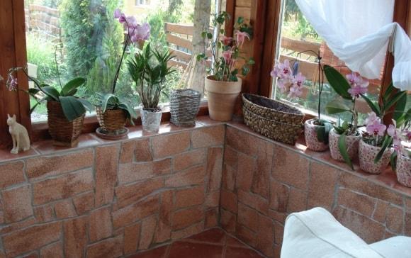 Отделка балкона искусственным камнем фото