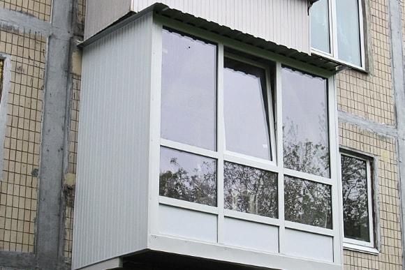 Пример остекления балконов на фото