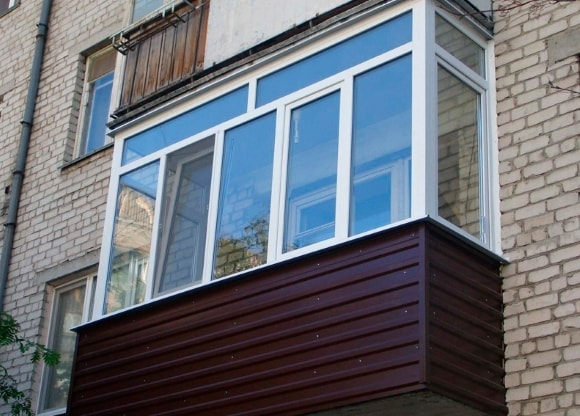 Вид балкона или лоджии снаружи после ремонта на фото