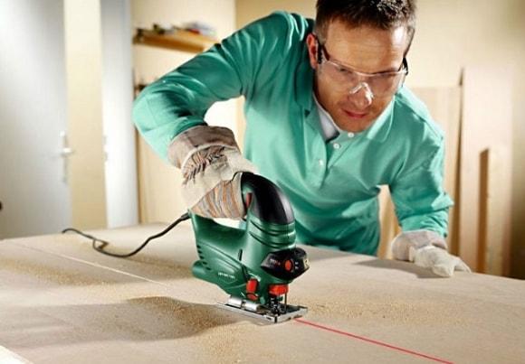 Электролобзик для распила и подготовки фанерных листов