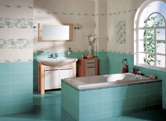 Кафельная плитка на стенах и полу в ванной комнате