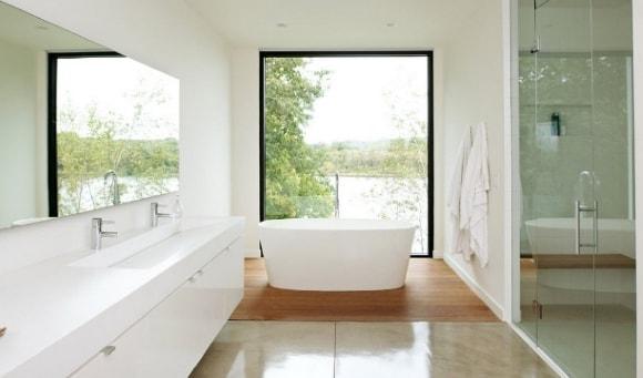Ванная комната с окошком
