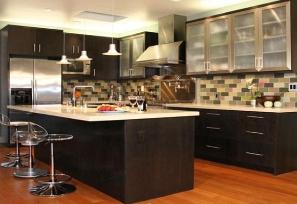 Дизайн интерьера кухни 2018 года с барной стойкой
