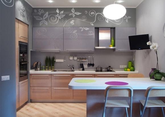 Кухня с телевизором