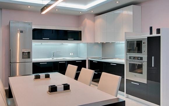 Вентиляционный короб в дизайне кухни
