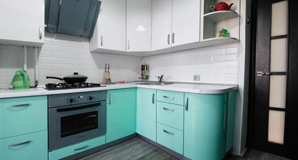 Дизайн кухни в бирюзовых тонах