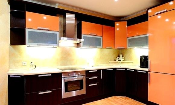 Дизайн кухни в оранжевых тонах