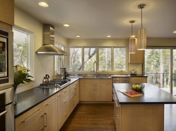 Кухня в частном доме/коттедже
