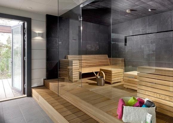 Баня со стеклянной стеной в стиле лофт
