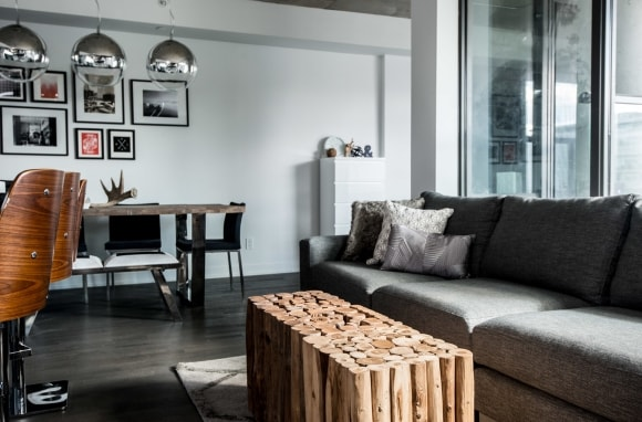 Деревянный журнальный столик в стиле лофт