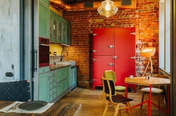 Холодильник в интерьере стиля лофт