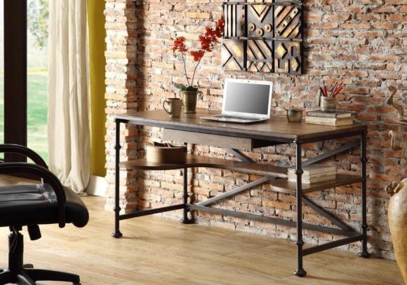 Компьютерный стол в интерьере стиля лофт