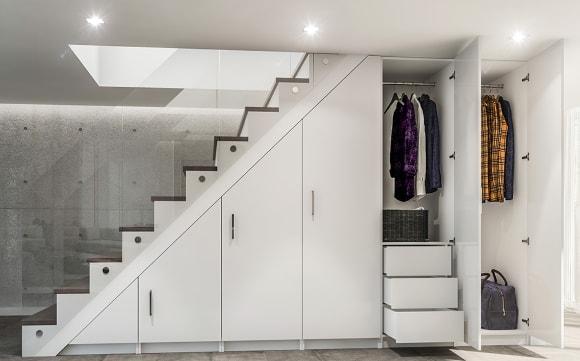 Коридорная прихожая под лестницей