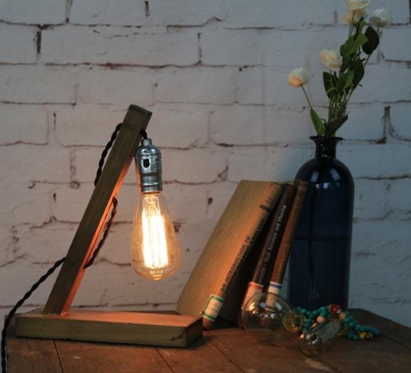 Настольная лампа в лофт-интерьере