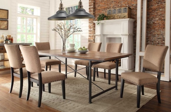 Обеденный стол в интерьере стиля лофт