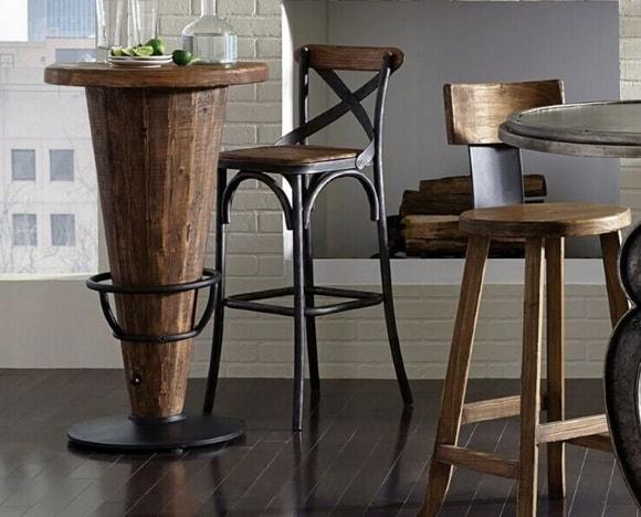 Полубарный стул в лофт-интерьере