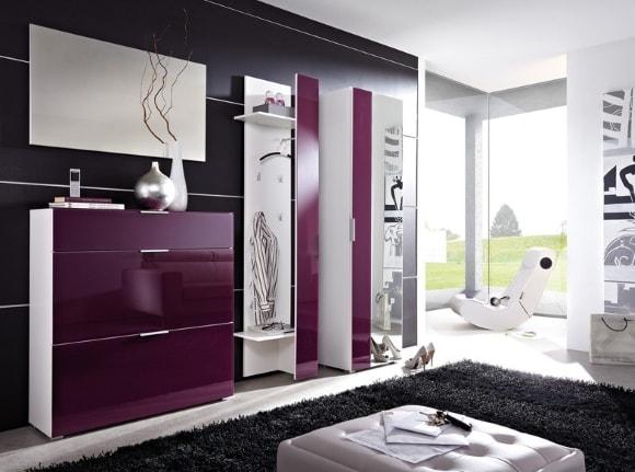 Прихожая фиолетового оттенка в коридоре