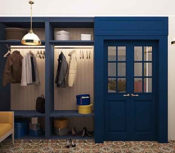 Прихожая синего оттенка в коридоре