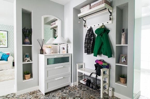 Прихожая в коридоре, выполненная в скандинавском стиле