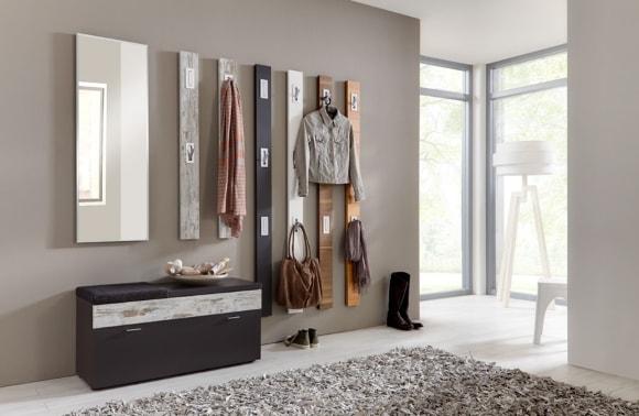 Прихожая в коридоре, выполненная в стиле минимализм