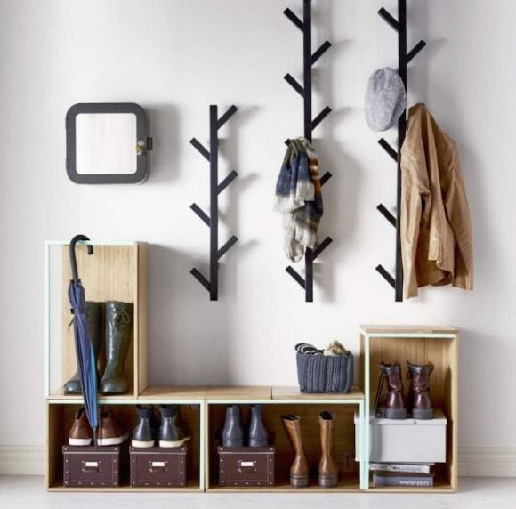 Прихожка с крючками для одежды в коридоре