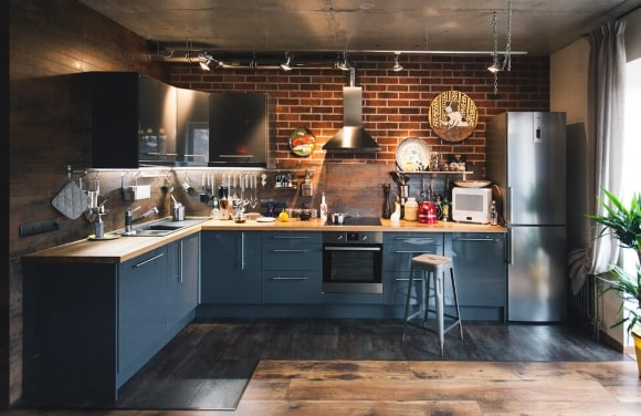 Серый гарнитур на кухне в стиле лофт
