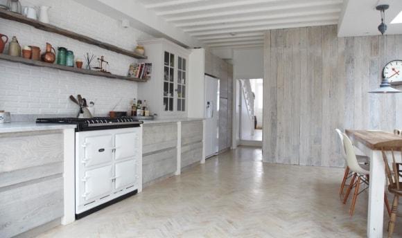 Фото кухонных стен, отделанных ламинатом