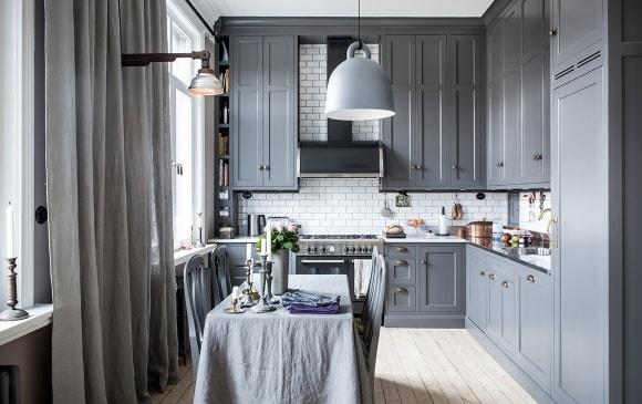 Кухонный гарнитур серого цвета в скандинавском стиле