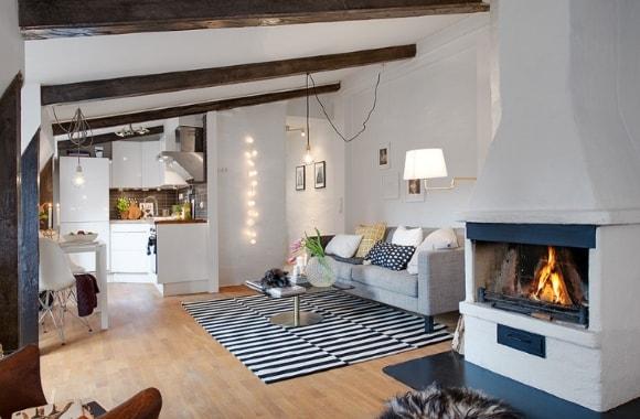 Мансарда скандинавского стиля с балками на потолке
