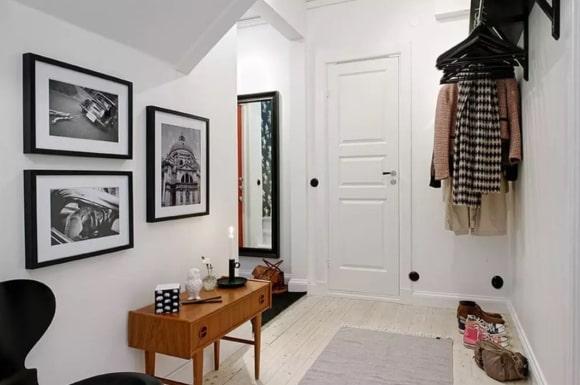 Прихожая мебель, выполненная в сканди-стиле